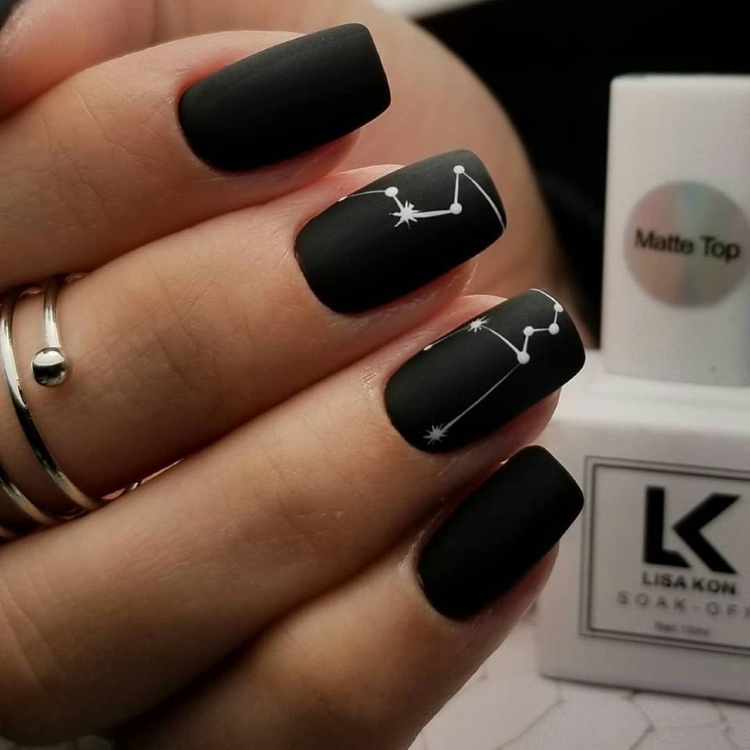 Black-gel-polish