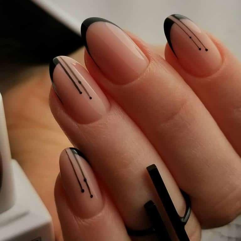 Black-painting-gel-on-nails