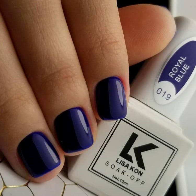 Royal-Blue-nail-varnish