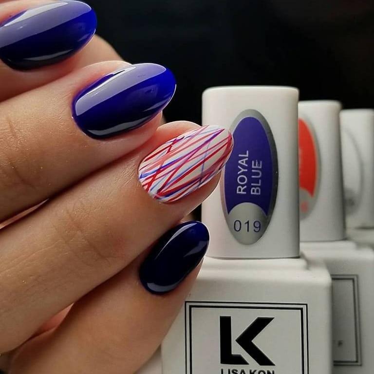 royal-blue-nail-polish