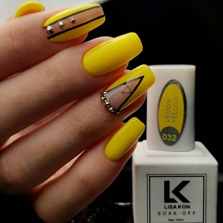 yellow-nail-gel-polish-lisa-kon